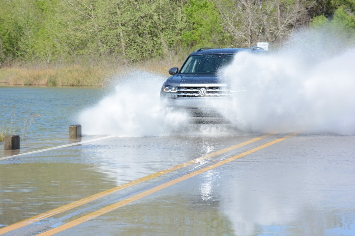 2018 Volkswagen Atlas in water