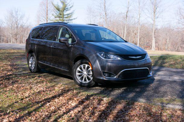 2017-Chrysler-Pacifica-Touring-L-Granite-Crystal-Metallic7-610x407