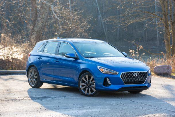 2018-Hyundai-Elantra-GT-Sport-front-quarter-610x407