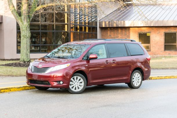 2017-Toyota-Sienna-1-of-12-610x407