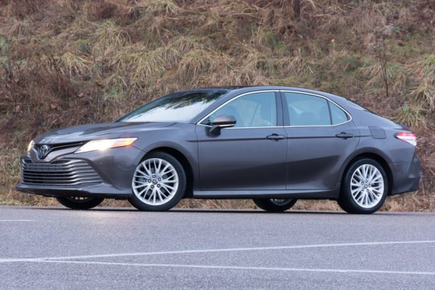 2018-Toyota-Camry-XLE-front-quarter-610x407